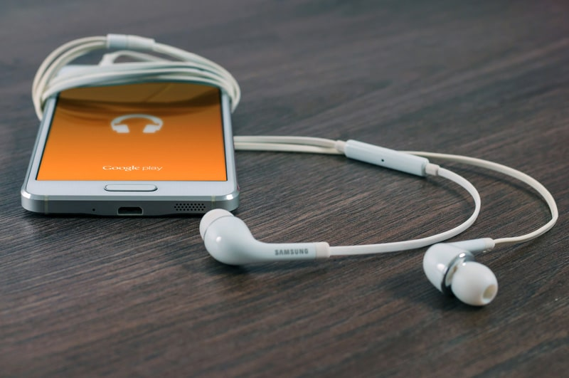 Listen to entertaining podcasts and get educated on English
